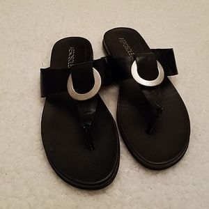 Aerosoles Black T strap Sandals